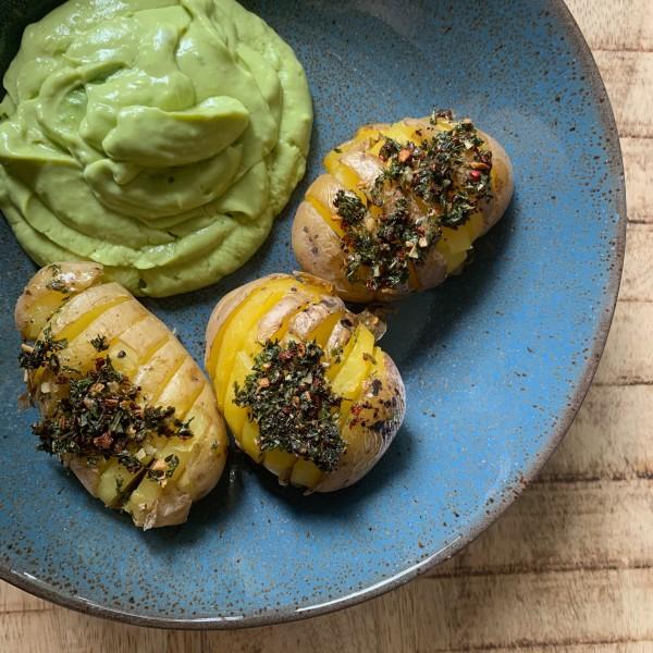 Ofenkartoffel-mit-ChimiChurri-und-Avocadodip